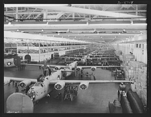 Office of War Information photograph of the Willow Run assembly line in early 1943. Photograph by Howard R. Hollem. Library of Congress, LC-USE6-D-008798 (b&w film neg.)